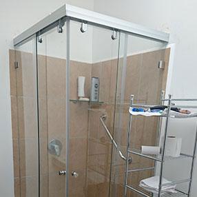 Vidrios costa rica puertas de vidrio y ventanas por for Esquineras para banos